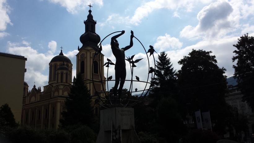 multiculturalismo monumento sarajevo balcani