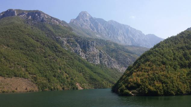 cosa vedere albania lago koman