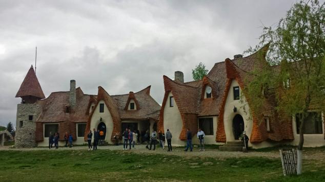 castelul de lut valea zanelor