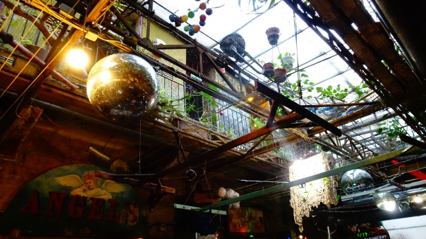 pub in rovina budapest szimpla