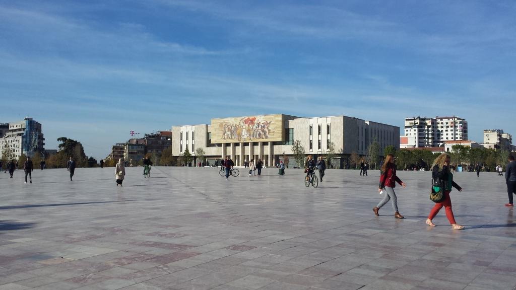 tirana piazza scanderbeg albania