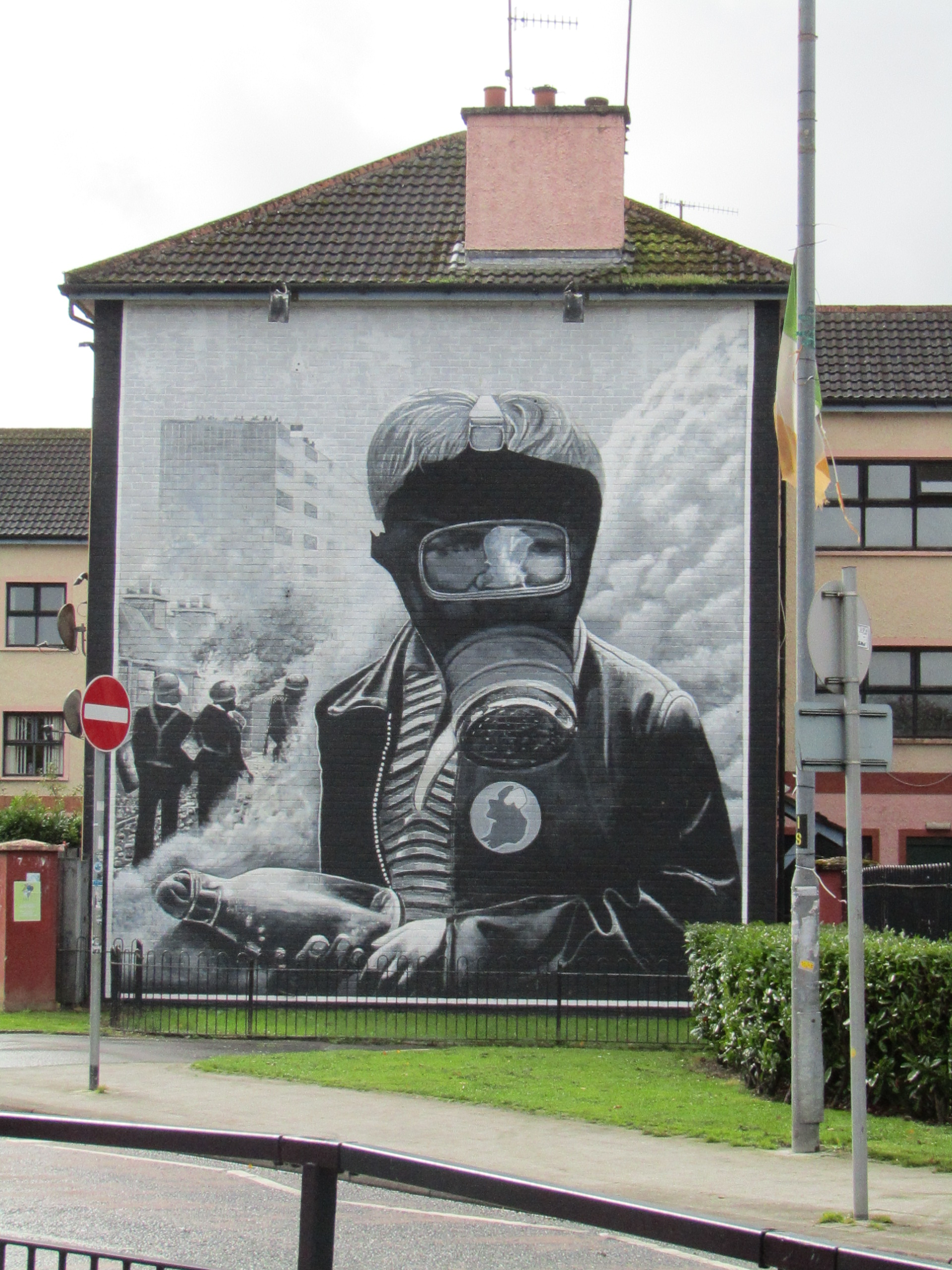 murales derry the petrol bomber