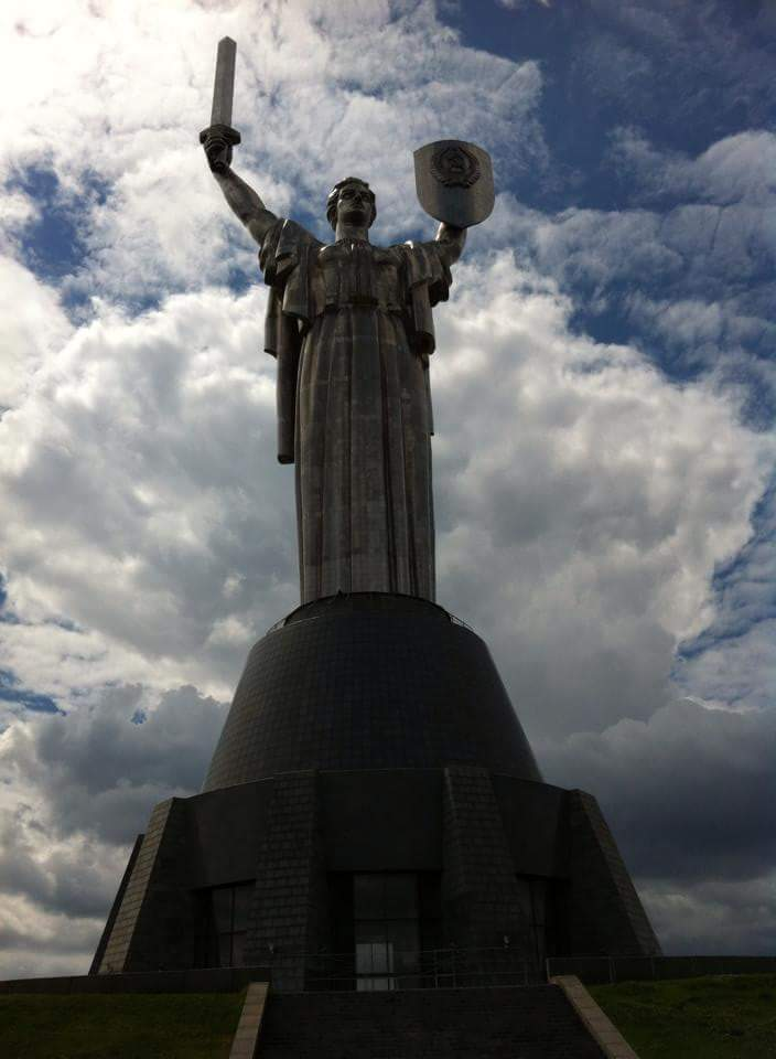 kiev statua madre patria