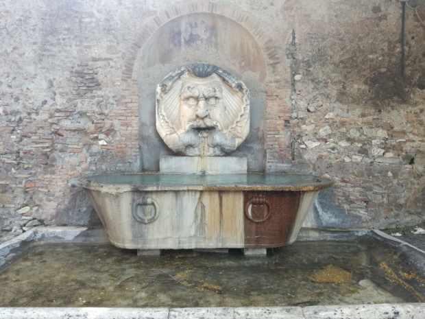 fontana mascherone roma