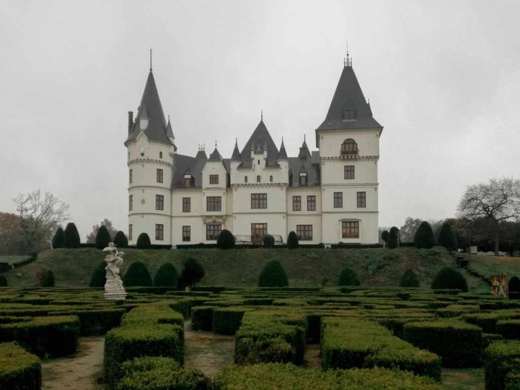 castello neogotico ungheria