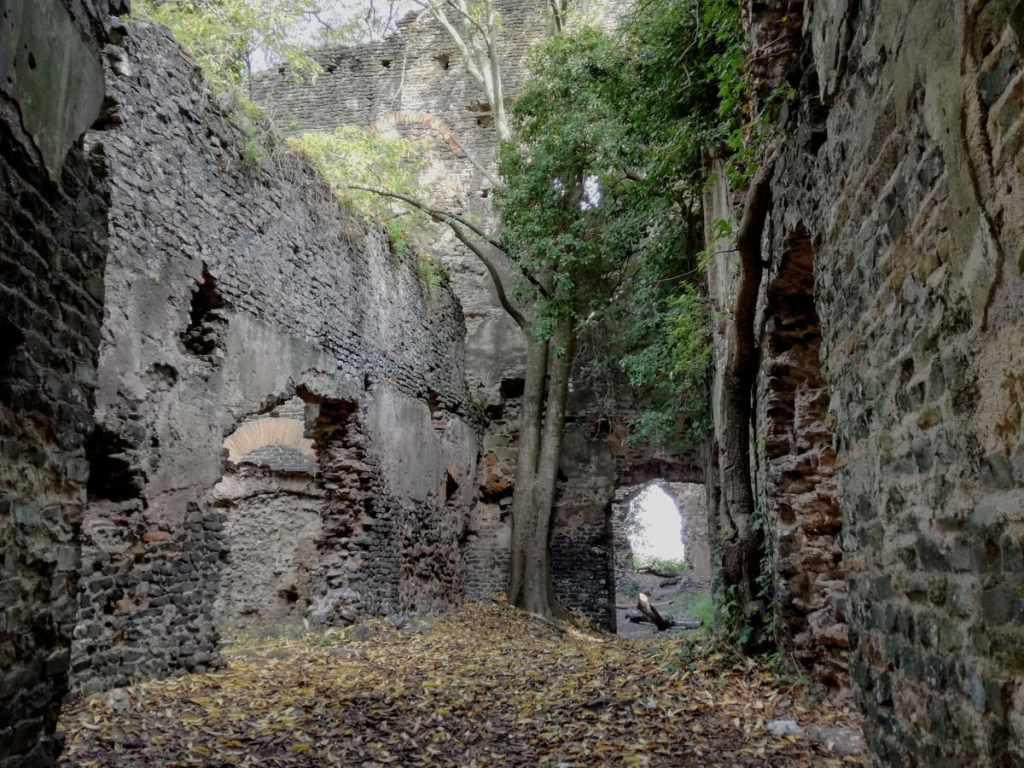 rovine galeria antica