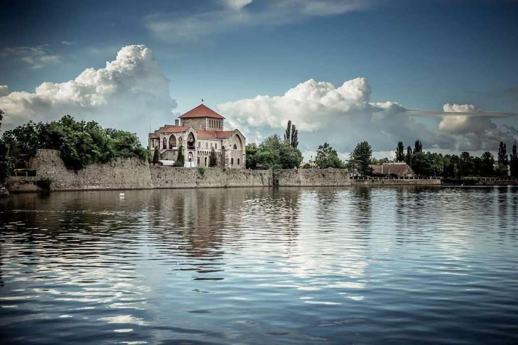 lago tata castello