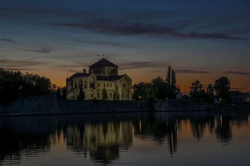castello tata tramonto